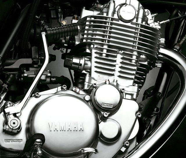 画像: 単気筒399ccの変わらぬ心臓部 www.yamaha-motor.co.jp