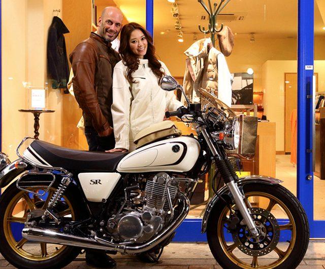 画像: メーカー純正カスタムもできちゃう豊富なパーツやアクセを紹介する特設ページ。おじさんと美女、というのもわかってるね!w www.ysgear.co.jp