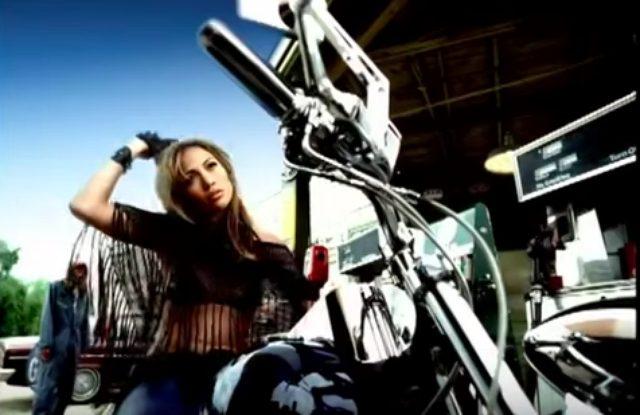 画像2: こんな美人ライダー見たことない!ハーレーを乗りこなすジェニファー・ロペスのMVがかっこいい!
