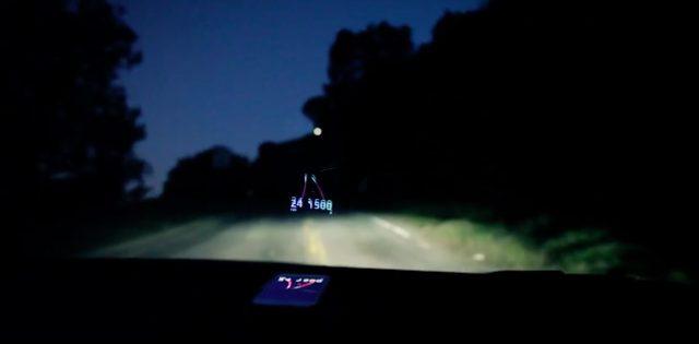 画像: このような感じに、目線の先にルートなどの情報が、浮かび上がるように表示されます。 www.youtube.com