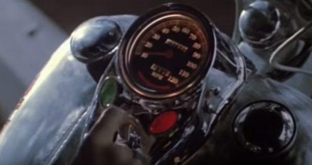 画像: キーをひねってエンジンがブゥン! www.youtube.com