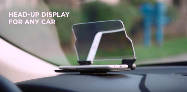画像: ハンドルの前方に固定したスタンドに、スマホを載せるだけ。どんなクルマにも使えます。 www.youtube.com