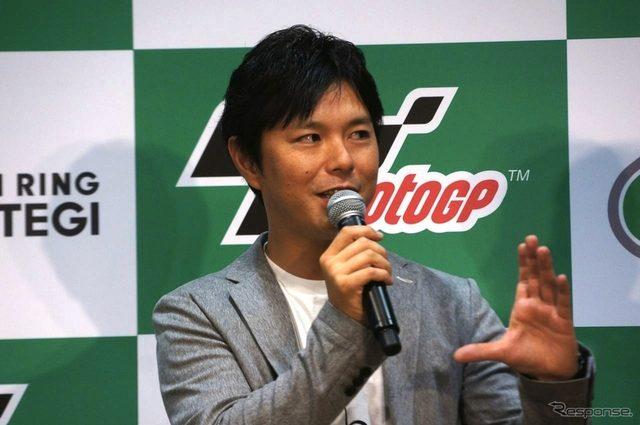 """画像: 【MotoGP 日本GP】""""二輪界のプリンス""""が女性ビギナーに見どころを教授"""