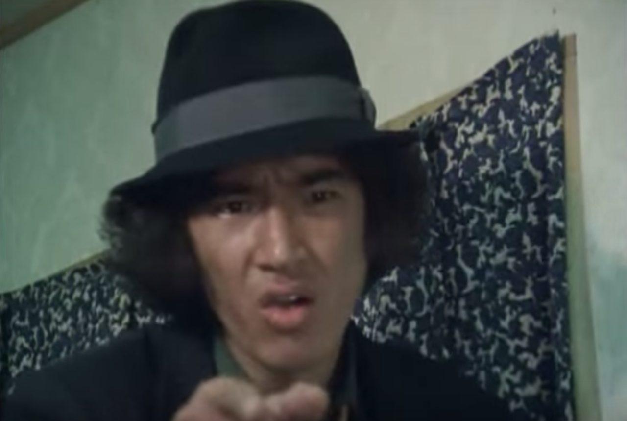 画像: シリアスなのにコミカル。これまた独特の演技。 www.amazon.co.jp