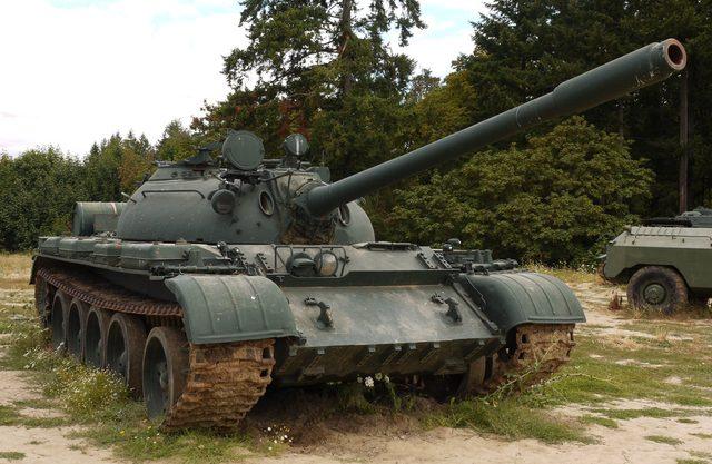 画像: こちら、エンジン供給元となったT55。世界の軍隊に採用され、数多くの戦争・内紛に駆り出されました。 img00.deviantart.net