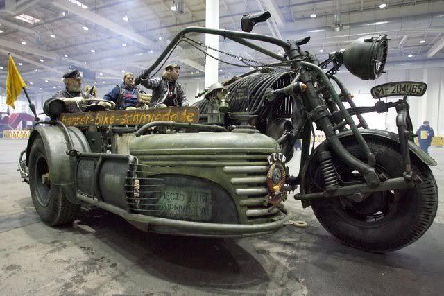 画像: さすがにソロで走らせるのは大変なので? サイドカーが付いております。なおこのカーは、ロシア製中距離ミサイル!のケース部で作られているとか・・・。 i184.photobucket.com