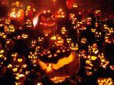 画像: ハロウィーンといえば、ジャック・オー・ランタン。でも、これを飾る人は日本ではまだ少ないですね。 www.wallpaperlink.com