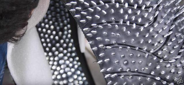 画像4: トゲトゲのロックなスパイクタイヤにしてやるぜ!!という製作過程の動画です。