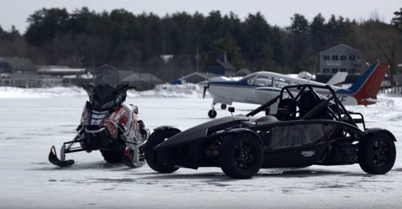 画像1: アリエル・アトムとスノーモービルのドラッグレース対決!!