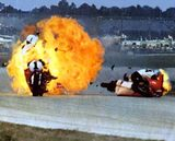 画像: 1973年デイトナ200マイルのショッキングなシーン! クラッシュしたブレルスフォード車は炎に包まれました・・・。 i33.photobucket.com