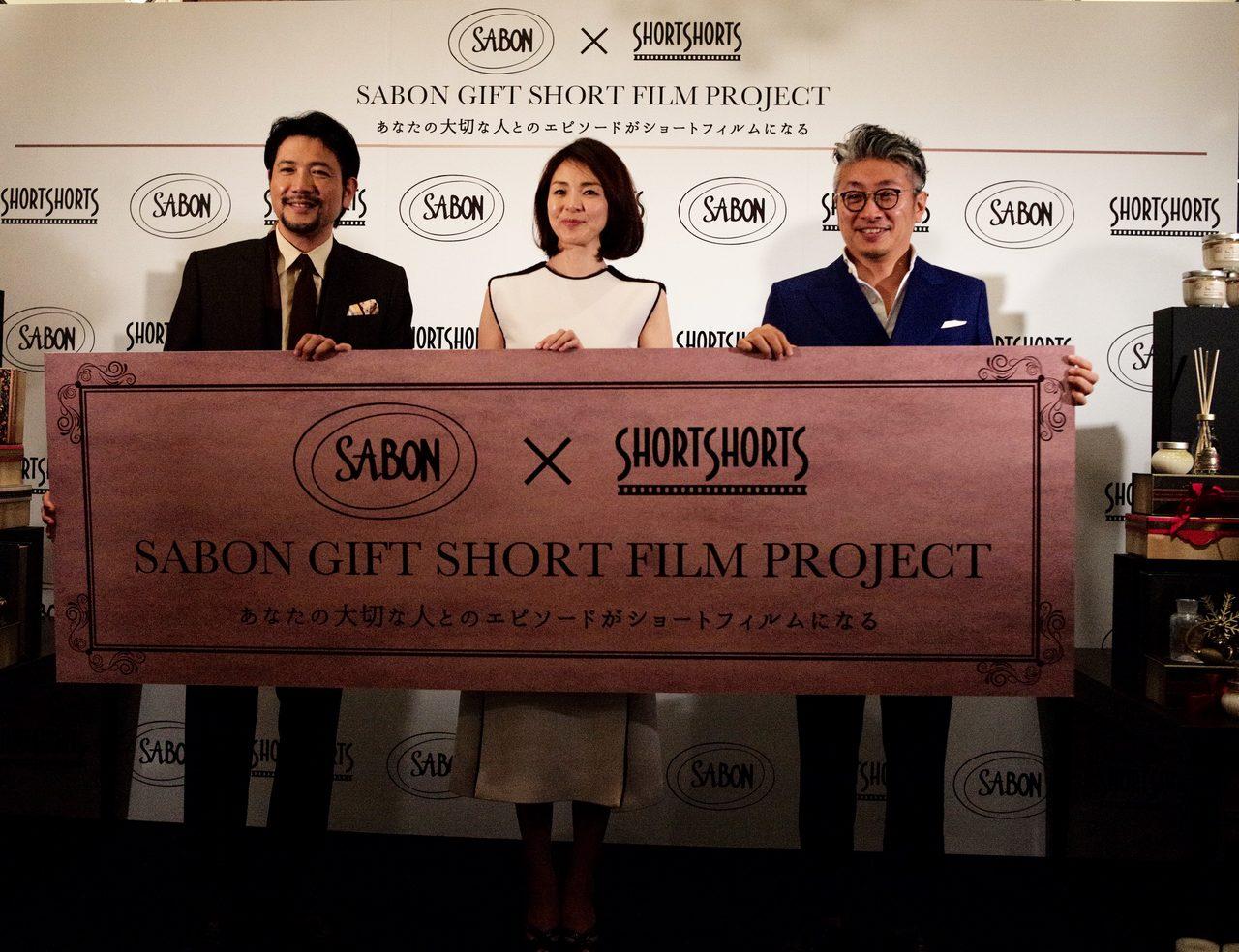 画像: 左から、ShortShortの代表を務める俳優の別所哲也さん。ゲストのモデル SHIHOさん。SABONの社長 黒石 和宏さん。