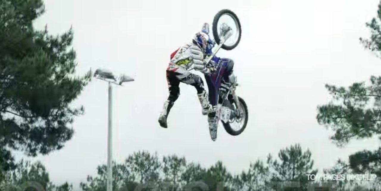 画像4: 空中でバイクを回転させちゃう大技!!