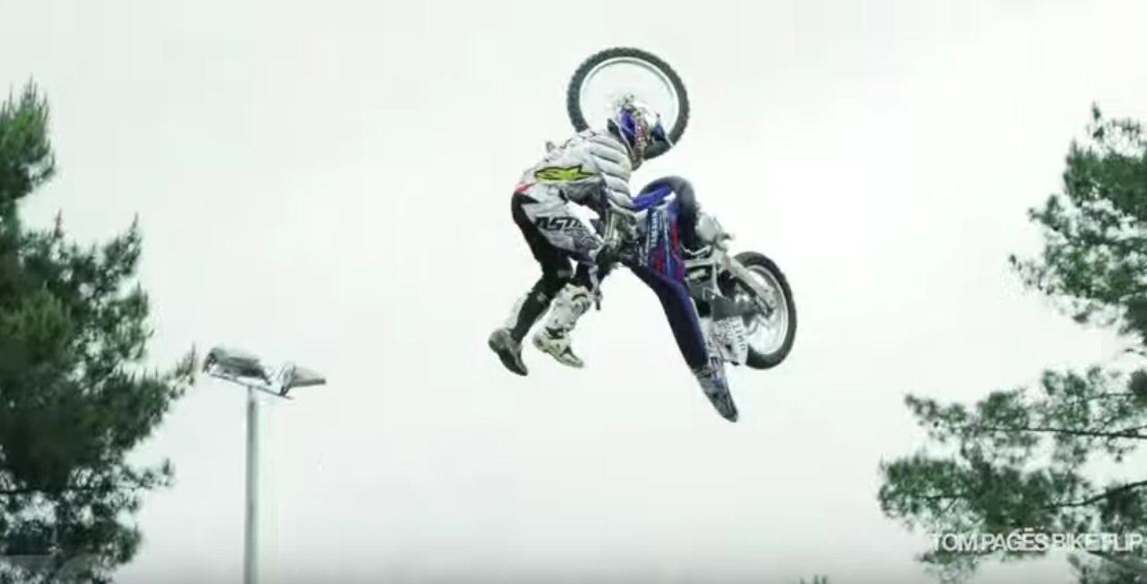 画像2: 空中でバイクを回転させちゃう大技!!