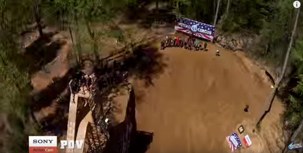 画像2: めっちゃ高く飛んでから3回転バックフリップ!!