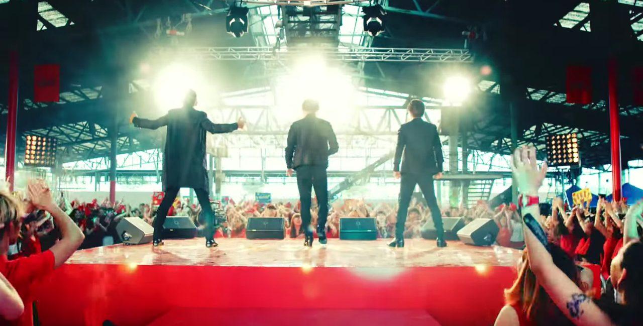画像: キレキレのダンスが始まる www.youtube.com