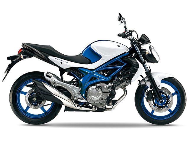 画像: エレガントかつスポーティに疾走する。Vツインエンジン搭載のスポーツネイキッド、抜群の存在感を誇るスズキのオートバイ、「グラディウス400」。 - LAWRENCE - Motorcycle x Cars + α = Your Life.