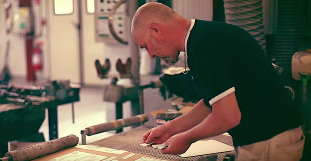 画像: Håkan Lindbergさん。BMWのスーパーペインター。 www.youtube.com
