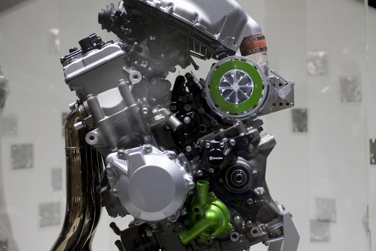 画像: バランス型スーパーチャージドエンジン
