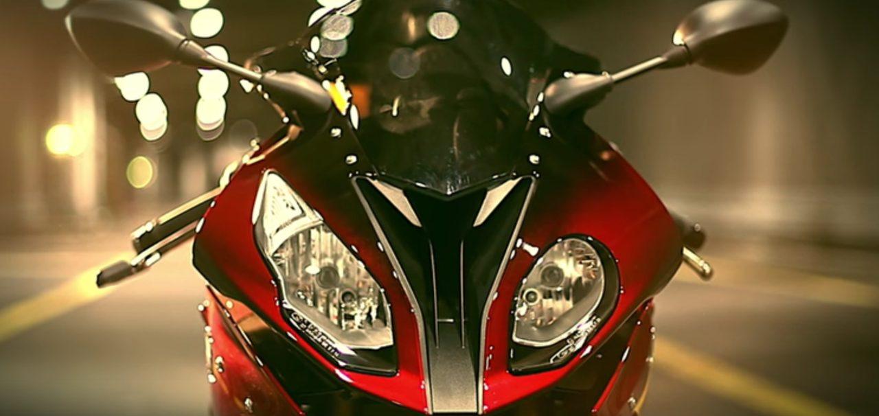 画像: BMW S1000RR www.youtube.com