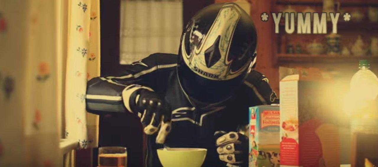 画像4: 愛車は「スズキ GSX-R1000(K9)」です。ヘルメット男子の悲劇の動画!!