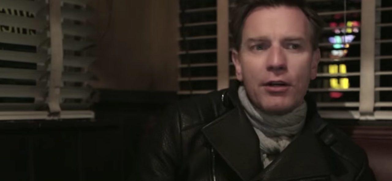画像: お。ユアン・マクレガーさんじゃあーりませんか。 www.youtube.com