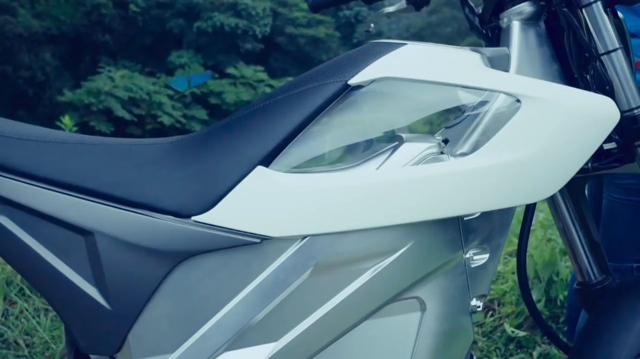 画像: 電動バイクらしい未来的なデザイン。