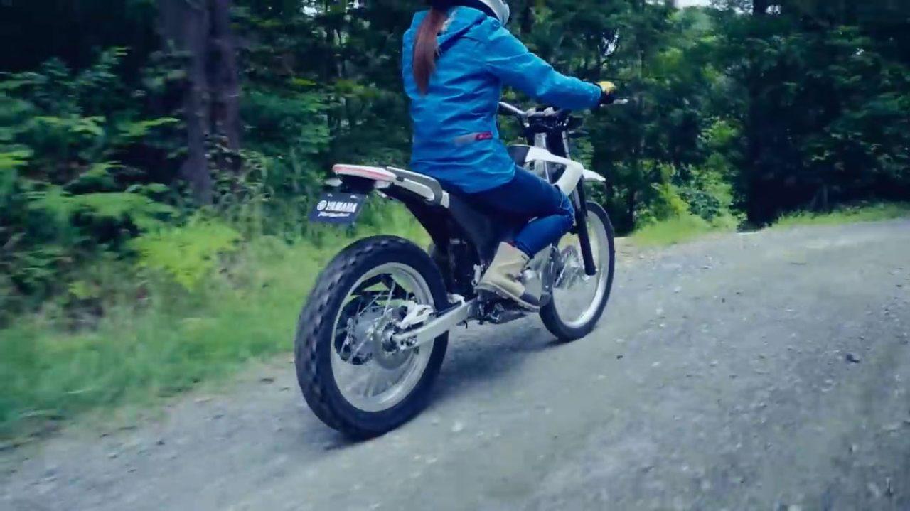 画像: 走る姿はヤマハが生んだといってもいいツーリング・トライアルバイクの名車「スコルパ TY-S125F」を思わせる。