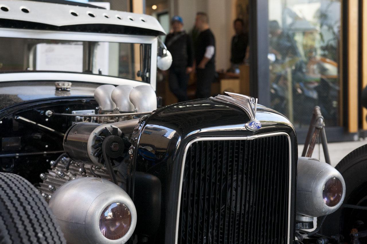画像: 北原氏の愛車である古いフォードのホットロッド。自由な生き方のアイコンともいえる