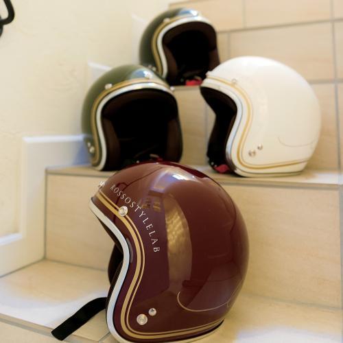 """画像: ヘルメット """"CLASSIC""""(クラシックレッド)¥11,664 (税抜: ¥10,800) www.j-amble.com"""
