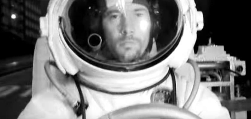 画像5: 大都会イギリスのロンドン市内を月面探査車で駆け回るPVが超個性的!!