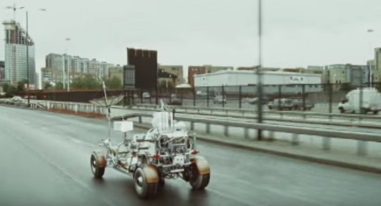 画像4: 大都会イギリスのロンドン市内を月面探査車で駆け回るPVが超個性的!!