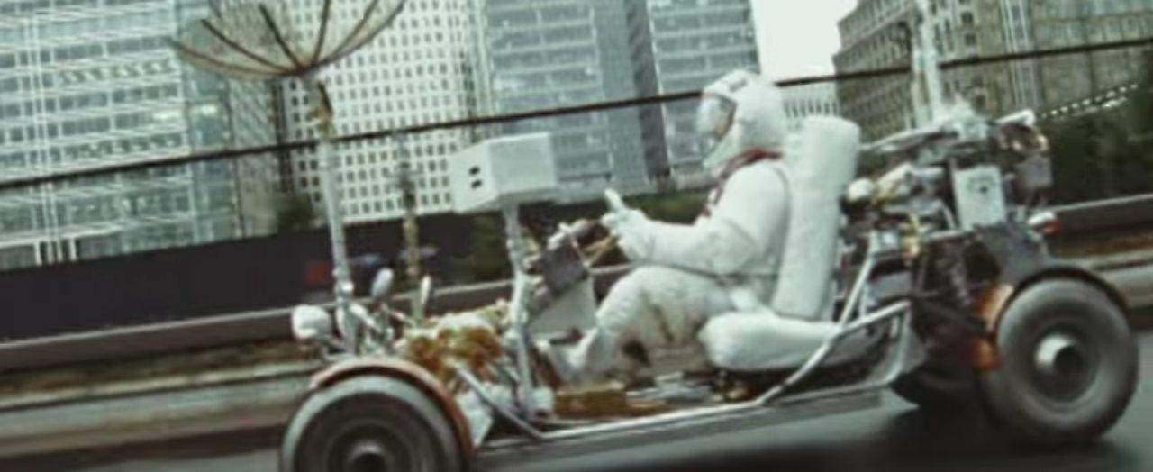 画像2: 大都会イギリスのロンドン市内を月面探査車で駆け回るPVが超個性的!!