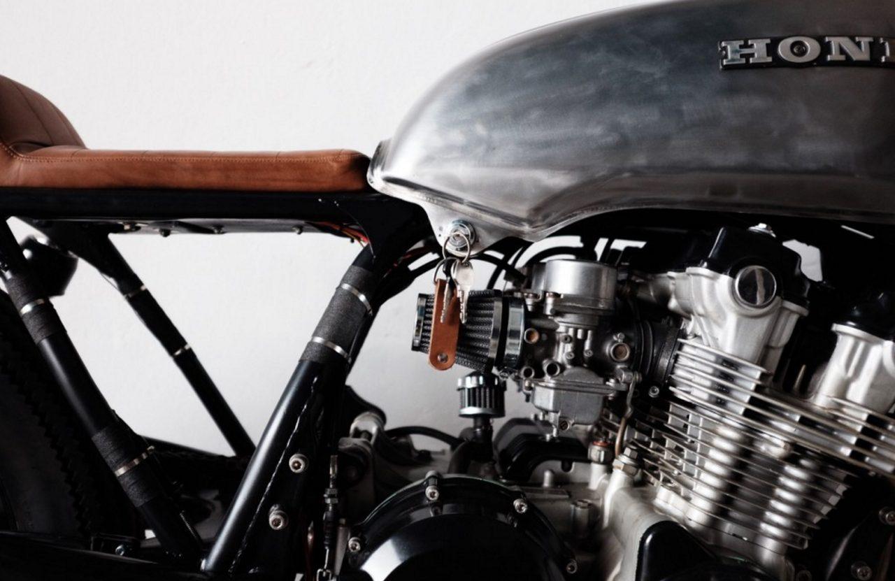 画像: メカニカルなCBのエンジンを見ているだけで、ソーセージ15本食えます。 hookie.co