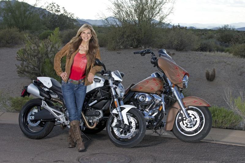 画像: 少しカントリー風なスタイル。ブーツとジャケットの色を合わせるコーディネート、おすすめです。 www.womenridersnow.com