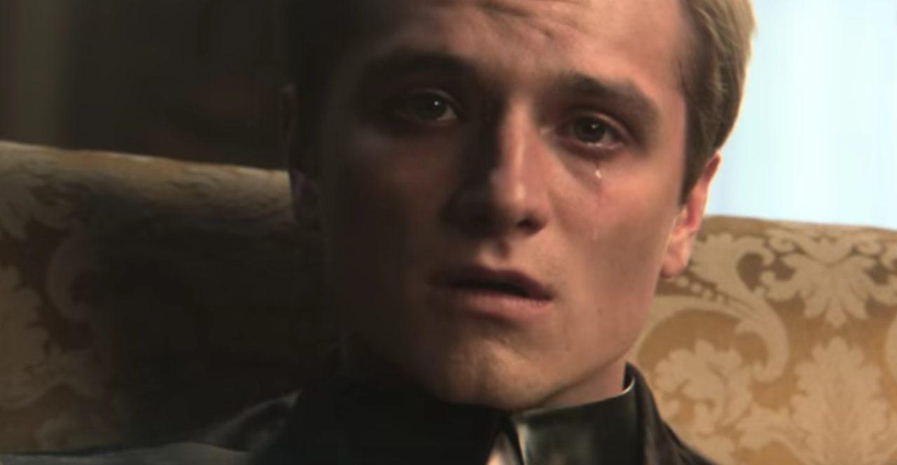 画像: カットニスとともに戦ってきたピーターは、キャピトルの捕虜になっていた。 www.youtube.com