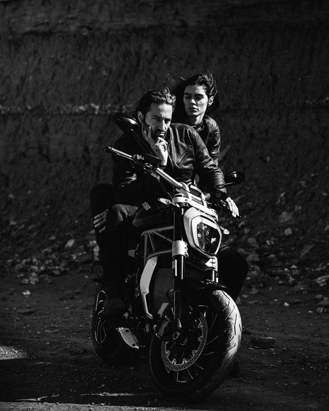"""画像: 【速報】ついにベールを脱いだ""""ドゥカティの黒"""" 美女と共にゆっくり走れるX DIAVELは、ハーレーキラーか?-  - LAWRENCE(ロレンス) - Motorcycle x Cars + α = Your Life."""