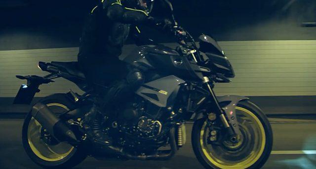 画像: 駆け抜けるMT-09 www.youtube.com
