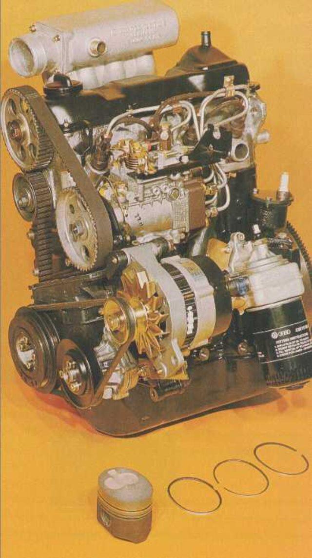 画像: 2.3リッターのVW製オーバルピストン4気筒ディーゼルエンジン。ピストン頂部のバルブの逃げ加工から推測するに、これはバルブ面積を稼ぐ・・・という目的ではなさそうですね。ピストンリングの切り欠きが、長辺側にあるのが注目です。 www.ibiblio.org