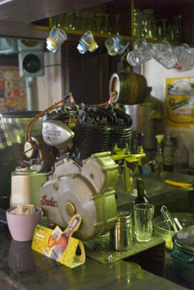 画像: インディアンVツインのビアタップ。 www.semiadventuroustraveler.com