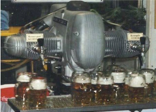 画像: BMWフラットツイン。フラッと寄って一杯いかが?(駄洒落失礼) greasengasoline.files.wordpress.com