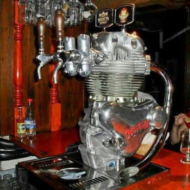 画像: ビールといえば英国? 英国といえばノートン・・・のコマンド2気筒エンジン。 s-media-cache-ak0.pinimg.com