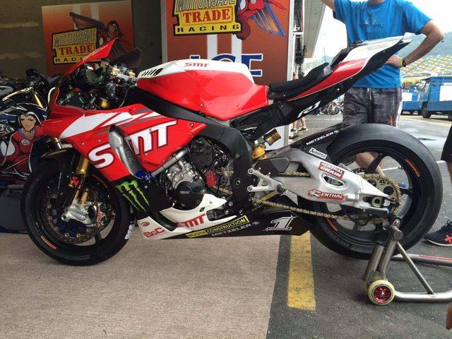 画像: イーストンが乗ったヤマハYZF-R1。来年度は熟成が進み、公道レースでも勝てるのでしょうか? img.over-blog-kiwi.com