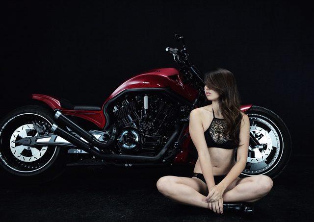 画像2: 【特別グラビア企画】美女と野獣あるいはカスタムハーレー 009 by LAWRENCE x BADLAND