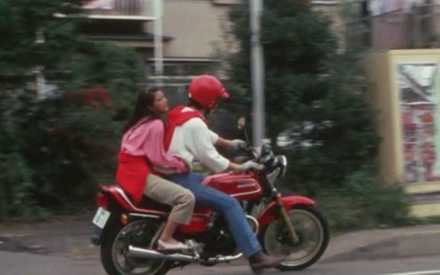 画像: 片岡作品らしくオートバイが若い二人の恋を象徴します。 www.amazon.co.jp