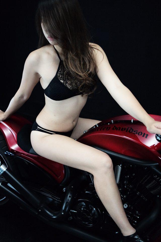 画像4: 【特別グラビア企画】美女と野獣あるいはカスタムハーレー 015 by LAWRENCE x BADLAND