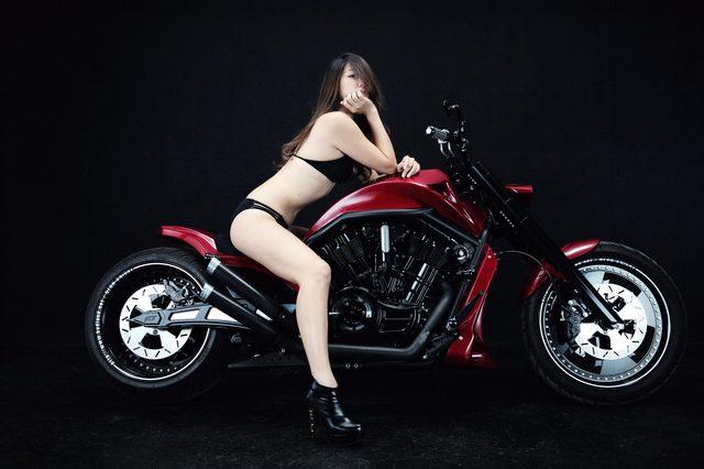 画像2: 【特別グラビア企画】美女と野獣あるいはカスタムハーレー 014 by LAWRENCE x BADLAND