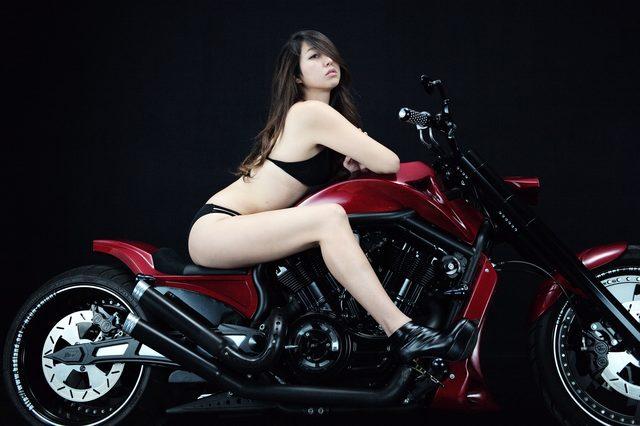 画像2: 【特別グラビア企画】美女と野獣あるいはカスタムハーレー 016 by LAWRENCE x BADLAND