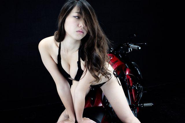 画像1: 【特別グラビア企画】美女と野獣あるいはカスタムハーレー 027 by LAWRENCE x BADLAND