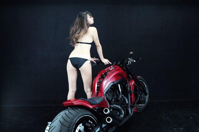 画像2: 【特別グラビア企画】美女と野獣あるいはカスタムハーレー 030 by LAWRENCE x BADLAND