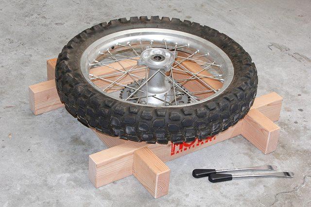 画像: 【バイクブロス通販】米松を使ったタイヤ交換用井桁を発売